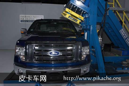 皮卡车碰撞测试 福特F-150和丰田Tundra安全性并列第一